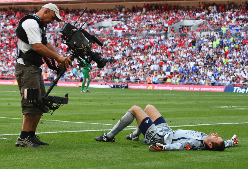 Un operatore inquadra Cech durante il Community Shield del 2007 tra Man Utd e Chelsea. Clive Rose/Getty Images
