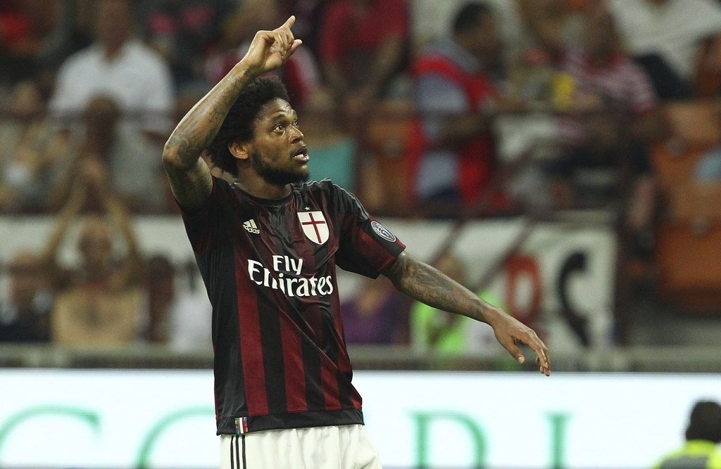 MILAN, ITALY - AUGUST 29: Luiz Adriano of AC Milan celebrates his goal during the Serie A match between AC Milan and Empoli FC at Stadio Giuseppe Meazza on August 29, 2015 in Milan, Italy. (Photo by Marco Luzzani/Getty Images)