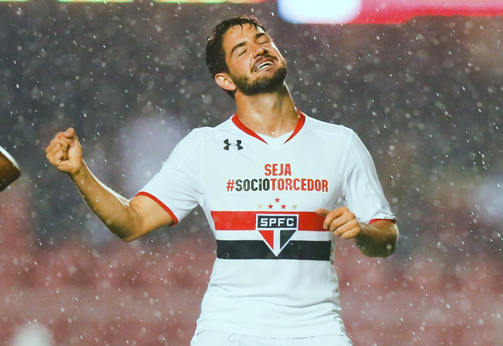 SAO PAULO, BRAZIL - MAY 10: Alexandre Pato #11 of Sao Paulo celebrates their second goal during the match between Sao Paulo and Flamengo for the Brazilian Series A 2015 at Morumbi stadium on May 10, 2015 in Sao Paulo, Brazil. (Photo by Alexandre Schneider/Getty Images)
