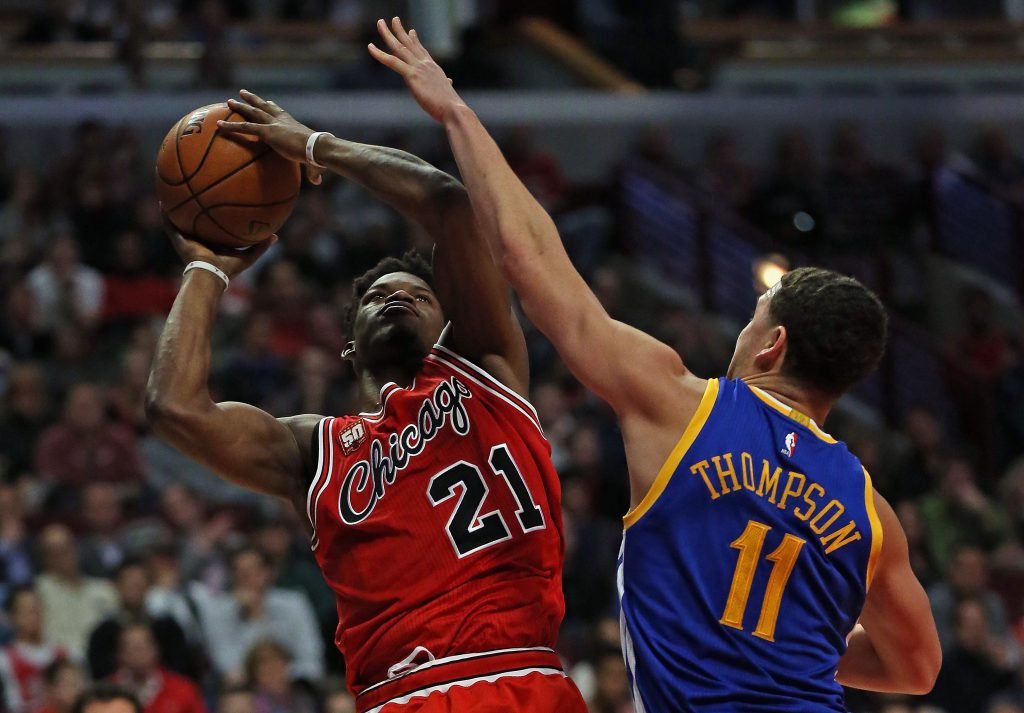 CHICAGO, IL - JANUARY 20: Jimmy Butler #21 of the Chicago Bulls shoots against Klay Thompson #11 of the Golden State Warriors at the United Center on January 20, 2016 in Chicago, Illinois. The Warriors defeated the Bulls 125-94. NOTE TO USER: User expressly acknowledges and agrees that, by downloading and or using the photograph, User is consenting to the terms and conditions of the Getty Images License Agreement. (Photo by Jonathan Daniel/Getty Images)