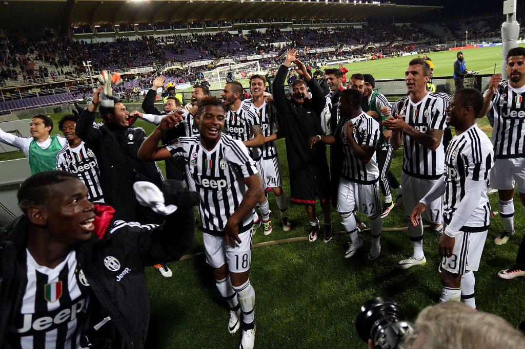 FLORENCE, ITALY - APRIL 24: Players of Juventus FC celebrates the victory after the Serie A match between ACF Fiorentina and Juventus FC at Stadio Artemio Franchi on April 24, 2016 in Florence, Italy. (Photo by Gabriele Maltinti/Getty Images)