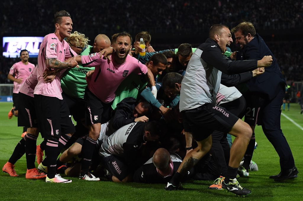 PALERMO, ITALY - MAY 15: Franco Vazquez of Palermo celebrates after scoring the opening goal during the Serie A match between US Citta di Palermo and Hellas Verona FC at Stadio Renzo Barbera on May 15, 2016 in Palermo, Italy. (Photo by Tullio M. Puglia/Getty Images)