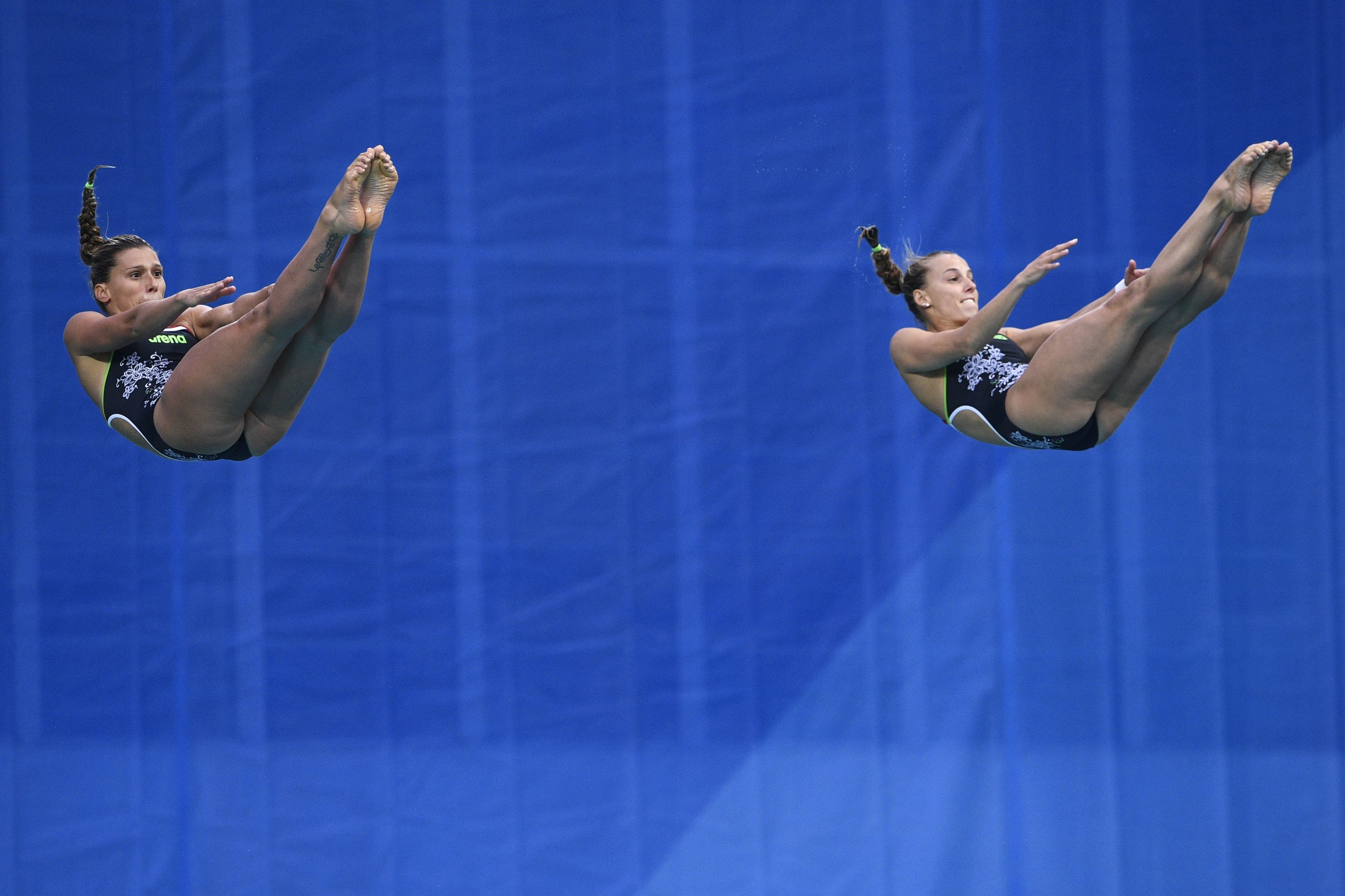 Italy's Tania Cagnotto (R) and Italy's Francesca Dallape compete in the Women's Synchronized 3m Springboard Final during the diving event at the Rio 2016 Olympic Games at the Maria Lenk Aquatics Stadium in Rio de Janeiro on August 7, 2016. Cagnotto and Dallape won the silver medal. / AFP / Martin BUREAU        (Photo credit should read MARTIN BUREAU/AFP/Getty Images)