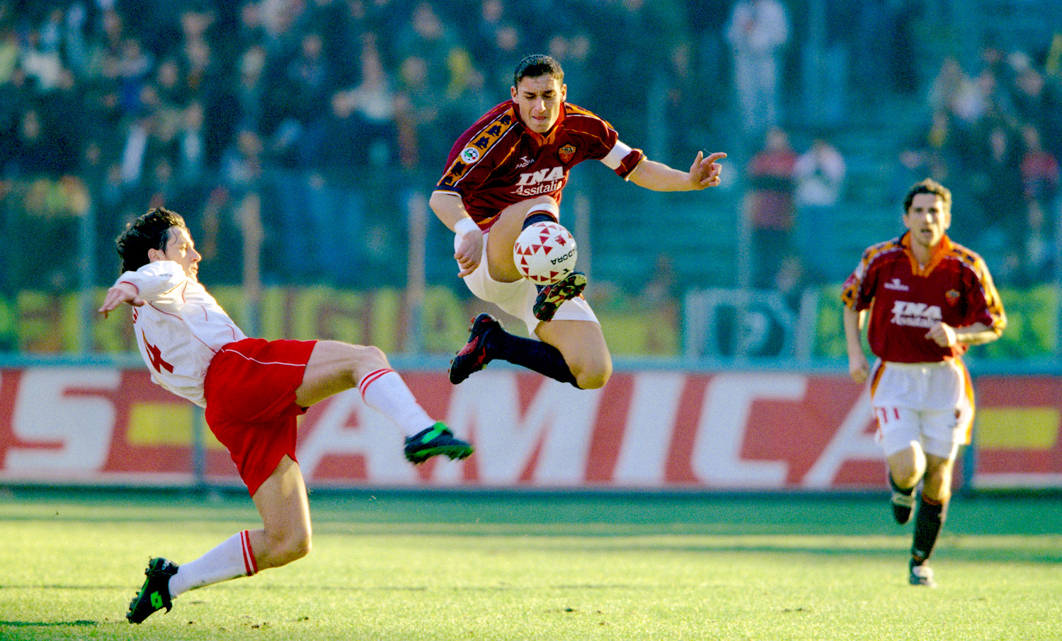 ROME, ITALY - JANUARY 03: Roma player Francesco Totti (c) in action during an Italian Serie A match between AS Roma and Piacenza on January 3, 1999 in Rome, Italy. (Photo by Allsport/Getty Images)