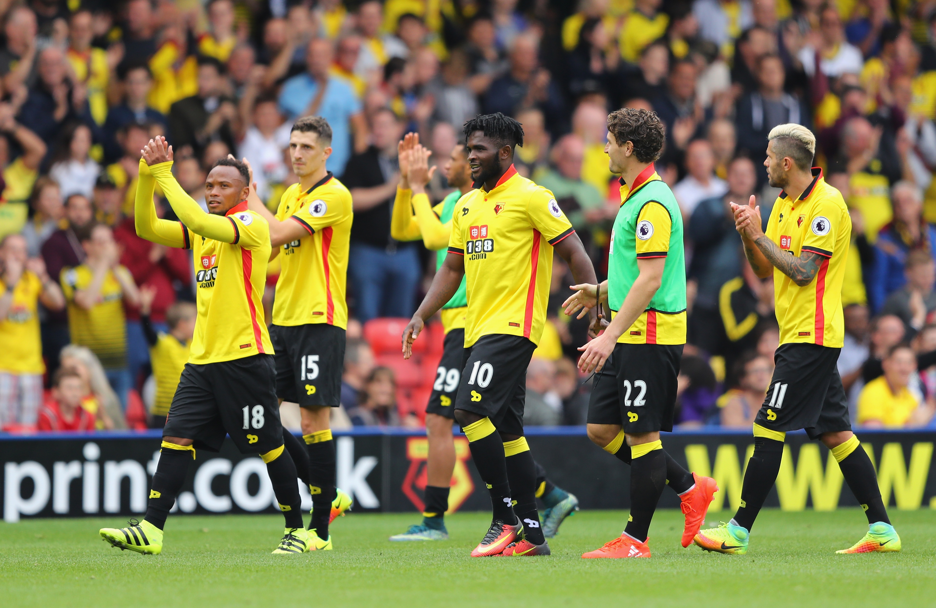WATFORD, ENGLAND - SEPTEMBER 18: The Watford players clap the fans as they make their way into the tunnel during the Premier League match between Watford and Manchester United at Vicarage Road on September 18, 2016 in Watford, England. (Photo by Richard Heathcote/Getty Images)