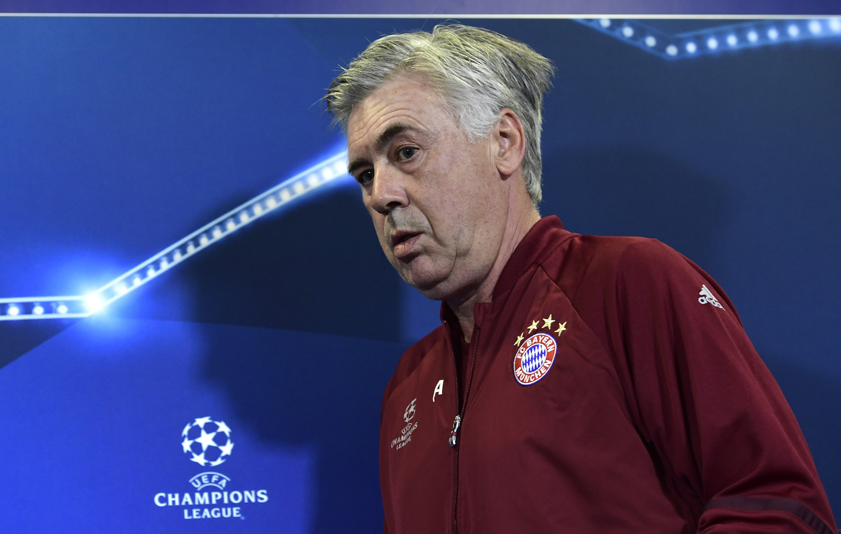 Bayern Munich's Italian head coach Carlo Ancelotti arrives for a press conference at the Vicente Calderon stadium in Madrid on September 27, 2016 on the eve of their UEFA Champions league match against Atletico de Madrid. / AFP / JAVIER SORIANO (Photo credit should read JAVIER SORIANO/AFP/Getty Images)