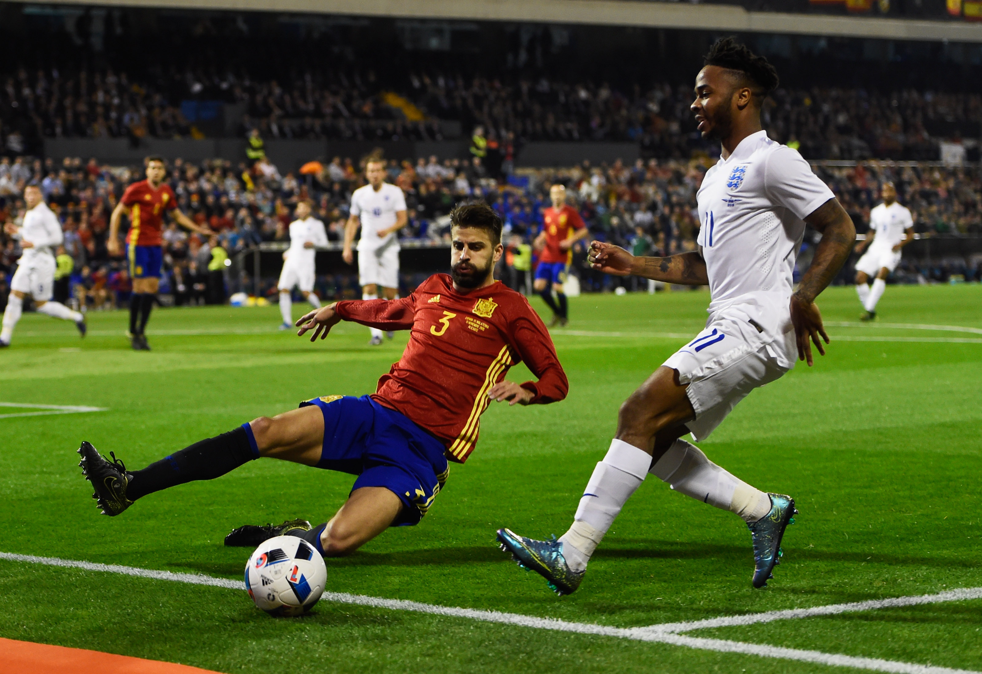 ALICANTE, SPAIN - NOVEMBER 13: Raheem Sterling of England is faced by Gerard Pique of Spain during the international friendly match between Spain and England at Jose Rico Perez Stadium on November 13, 2015 in Alicante, Spain. (Photo by Mike Hewitt/Getty Images)