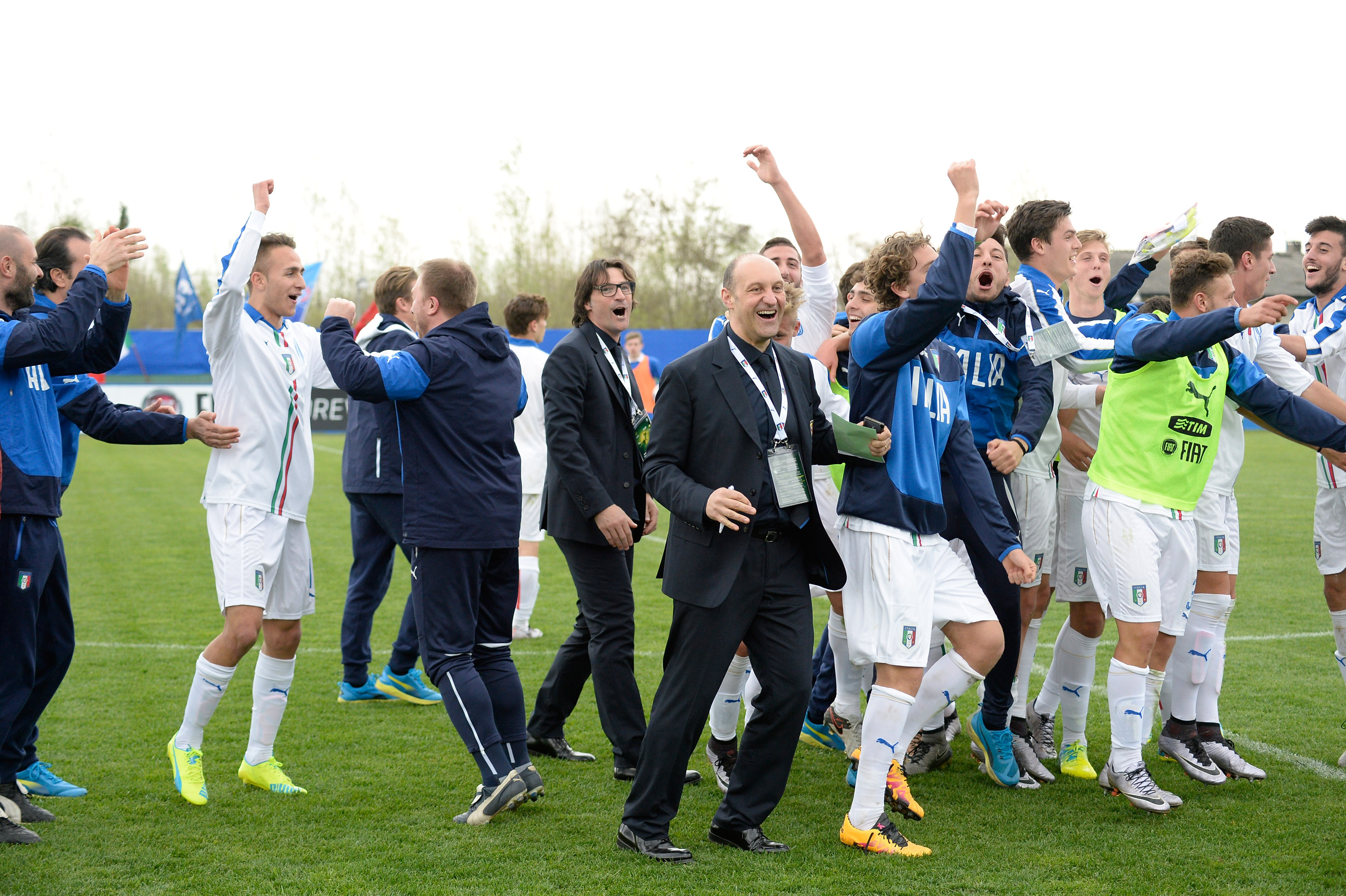 CALDOGNO, ITALY - MARCH 30: Italy U19 players celebrate after the UEFA European U19 Championship Elite Round match Italy and Turkey at Stadio Comunale on March 30, 2016 in Caldogno, Italy. (Photo by Dino Panato/Getty Images)