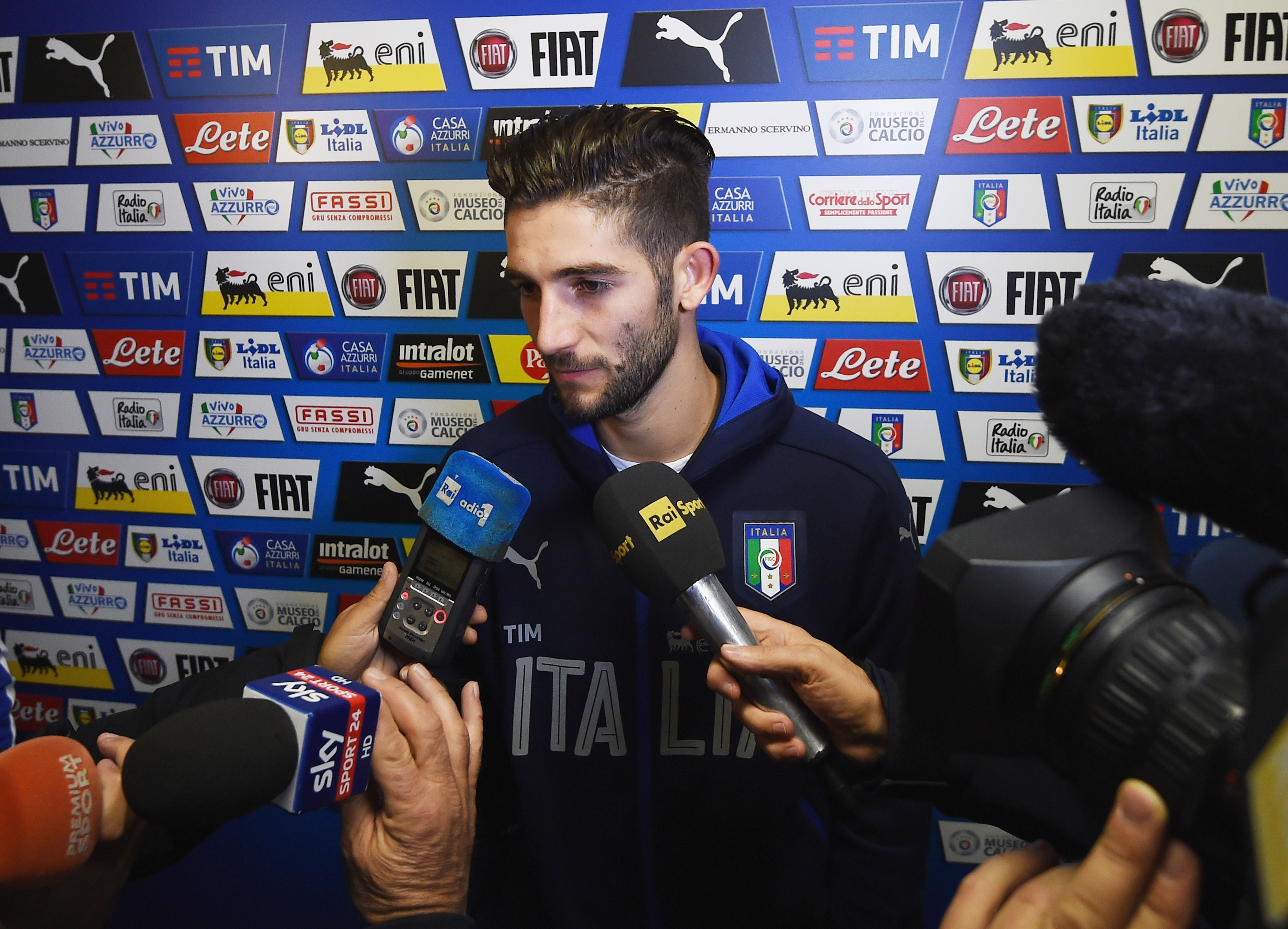 FLORENCE, ITALY - NOVEMBER 09: Roberto Gagliardini of Italy speaks to the media during a press conference at the club's training ground at Coverciano on November 9, 2016 in Florence, Italy. (Photo by Claudio Villa/Getty Images)