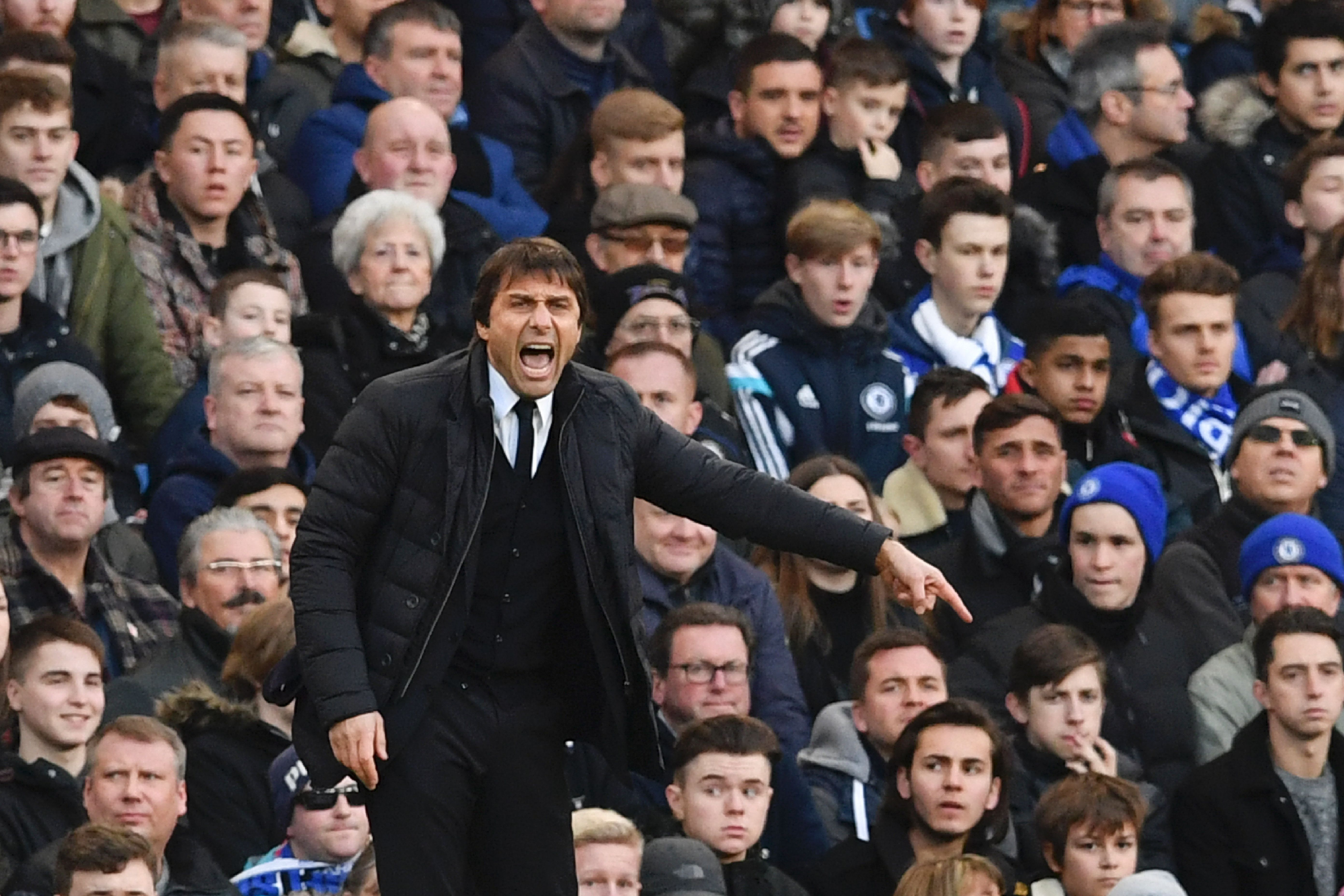 Chelsea's Italian head coach Antonio Conte gestures from the touchline during the English Premier League football match between Chelsea and Bournemouth at Stamford Bridge in London on December 26, 2016. / AFP / Ben STANSALL / RESTRICTED TO EDITORIAL USE. No use with unauthorized audio, video, data, fixture lists, club/league logos or 'live' services. Online in-match use limited to 75 images, no video emulation. No use in betting, games or single club/league/player publications. / (Photo credit should read BEN STANSALL/AFP/Getty Images)