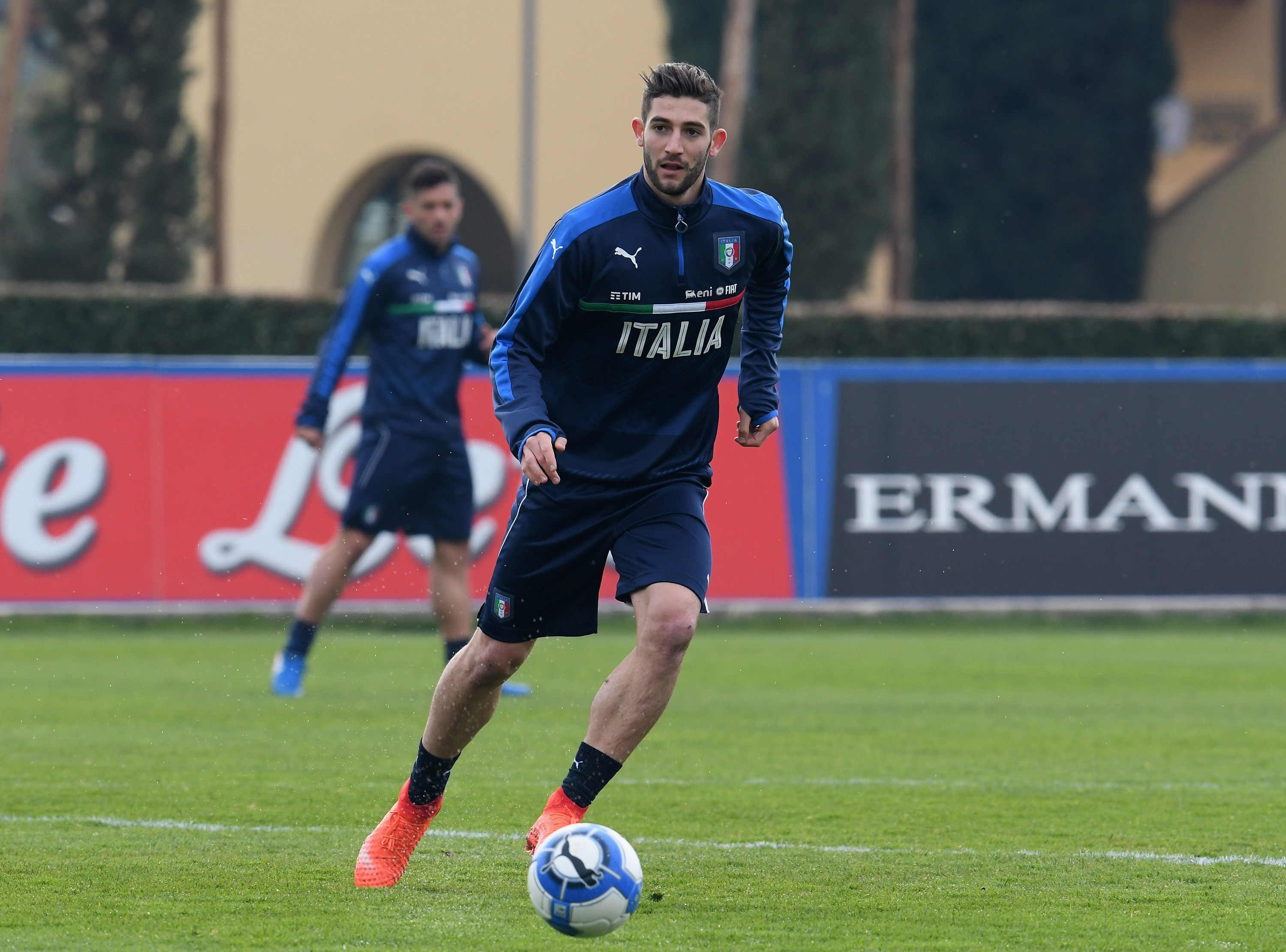 FLORENCE, ITALY - FEBRUARY 21: Roberto Gagliardini of Italy in action during the training session at the club's training ground at Coverciano on February 21, 2017 in Florence, Italy. (Photo by Claudio Villa/Getty Images)