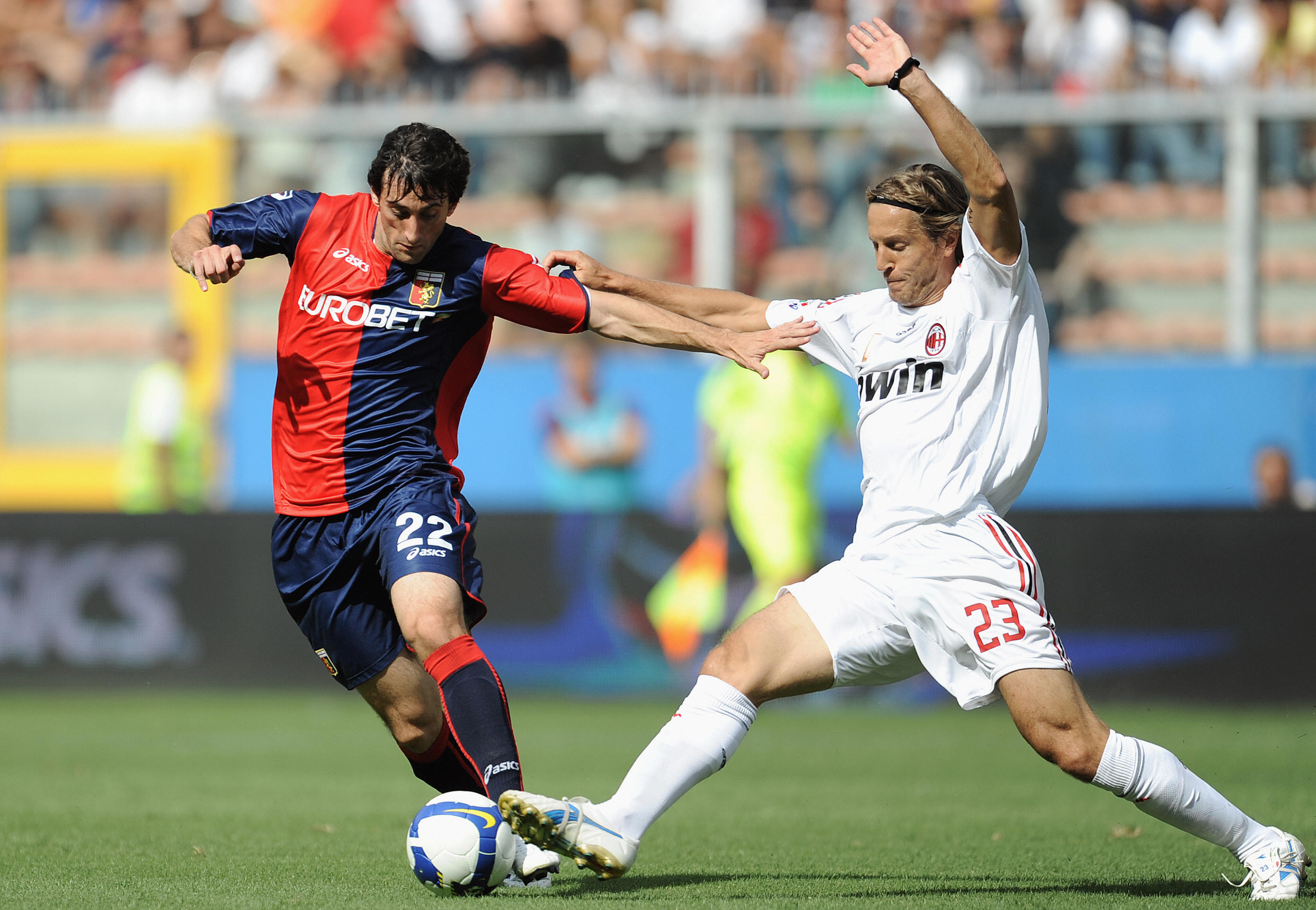 AC Milan's midfielder Massimo Ambrosini (R) fights for the ball with Genoa's forward Diego Alberto Milito during their Italian Serie A football match at Genoa's Luigi Ferraris stadium on September 14, 2008. AFP PHOTO/ Filippo MONTEFORTE (Photo credit should read FILIPPO MONTEFORTE/AFP/Getty Images)