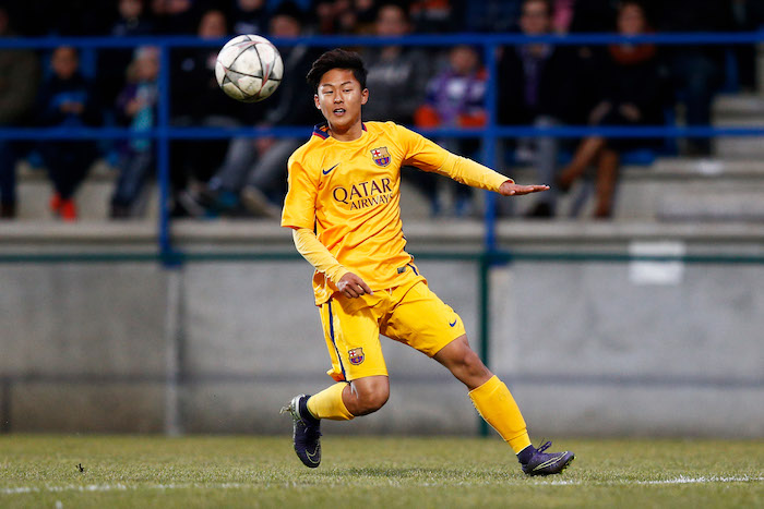 DENDERLEEUW, BELGIUM - MARCH 08: Seungwoo Lee of Barcelona in action during the UEFA Youth League Quarter-final match between Anderlecht and Barcelona held at Van Roy Stadium on March 8, 2016 in Denderleeuw, Belgium. (Photo by Dean Mouhtaropoulos/Getty Images)