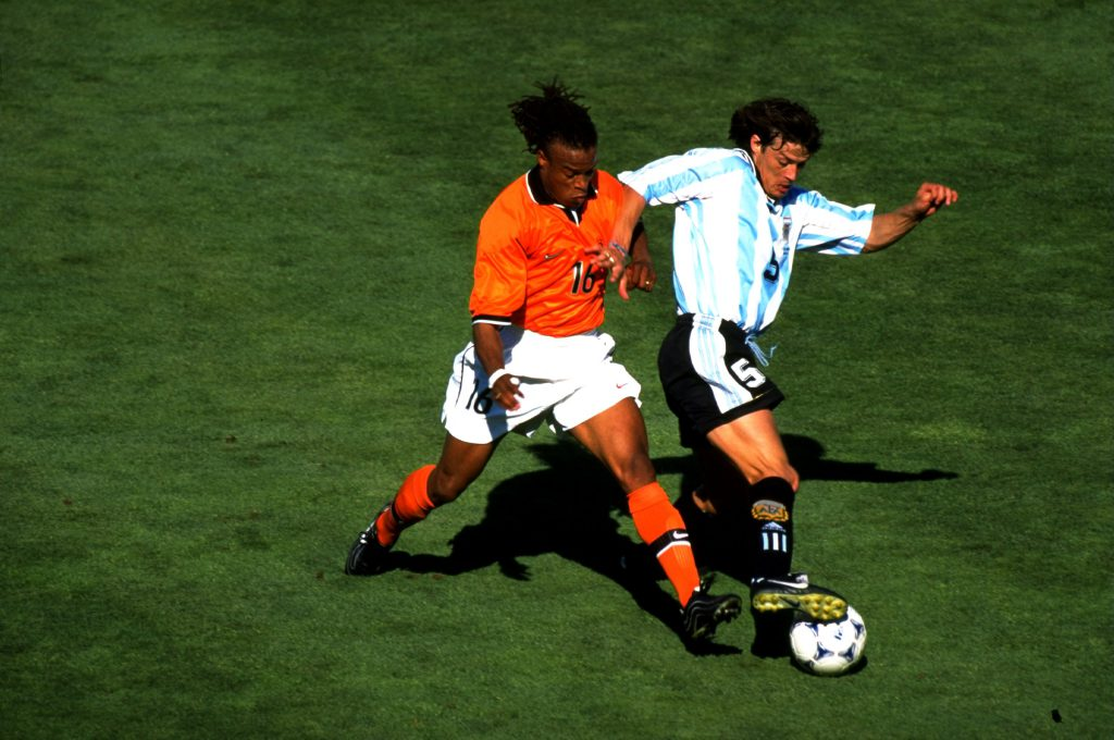 Edgar Davids of Holland and Matias Almeyda of Argentina