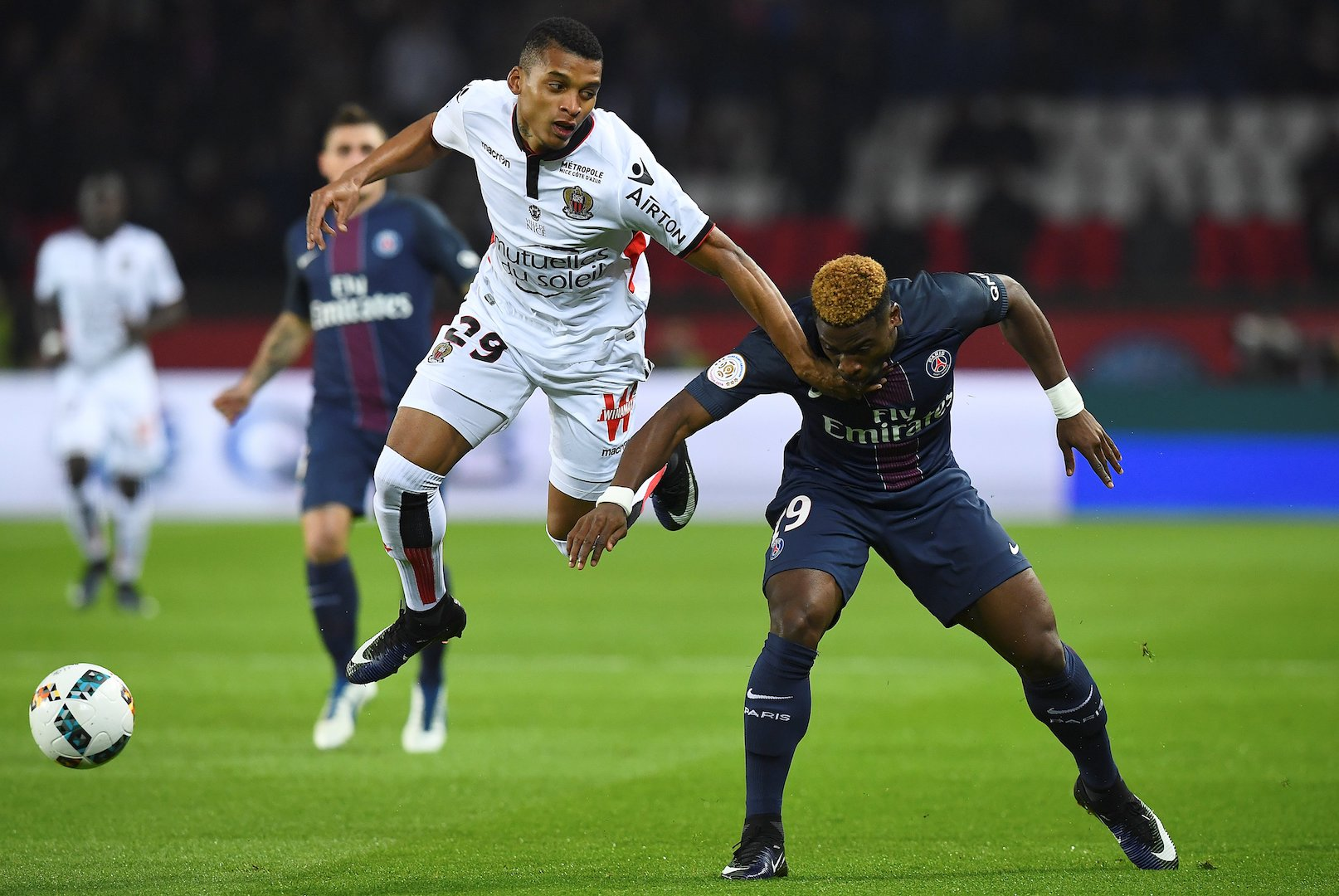 Nice's Brazilian defender Dalbert Henrique (L) vies with Paris Saint-Germain's Ivorian defender Serge Aurier during the French L1 football match between Paris Saint-Germain and Nice at the Parc des Princes stadium in Paris on Deecmber 11, 2016. / AFP / FRANCK FIFE (Photo credit should read FRANCK FIFE/AFP/Getty Images)