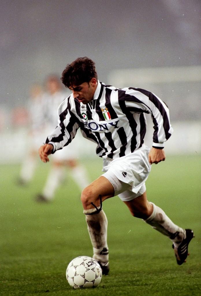 Del Piero in azione contro il Torino, il 3 dicembre 1996. AllSport UK/Getty Images