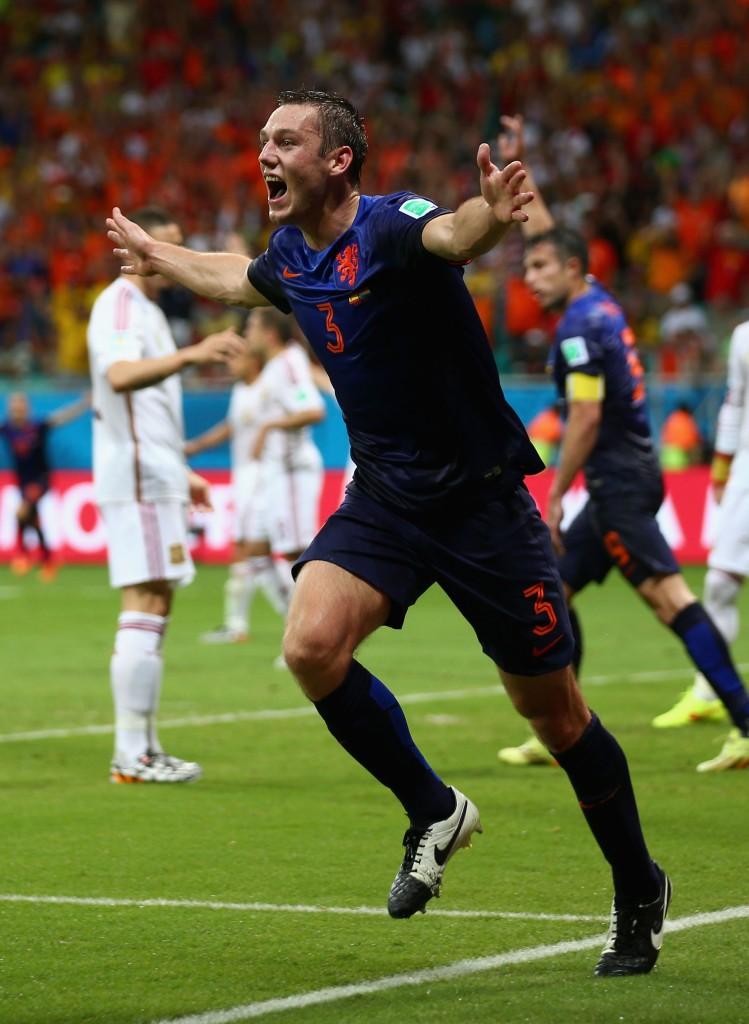 De Vrij esulta dopo il gol realizzato contro la Spagna, al Mondiale 2014. Paul Gilham/Getty Images.