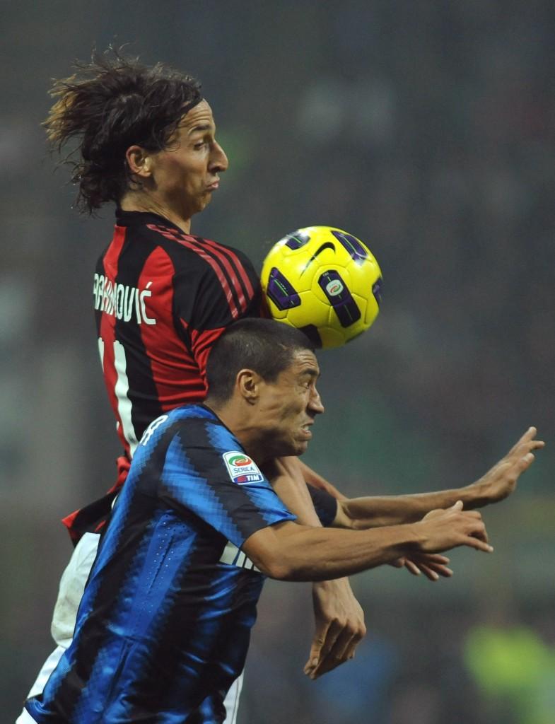 Ibrahimovic e Cordoba nel derby del novembre 2010. Valerio Pennicino/Getty Images