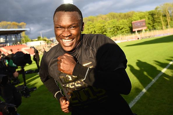 Pione Sisto, felice per il trofeo vinto. Lars Ronbog/Getty Images