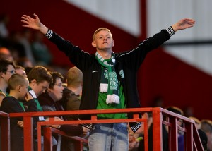Un tifoso degli Hibs. Mark Runnacles/Getty Images