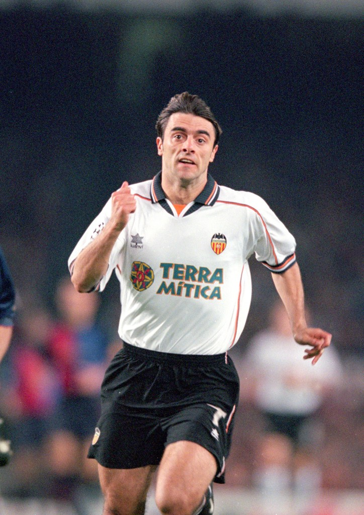 10 May 2000: Claudio Lopez of Valencia in action during the Champions League semi-final second leg against Barcelona at the Nou Camp in Barcelona, Spain. Barcelona won the match 2-1, but lost 5-3 on aggregate. Mandatory Credit: Graham Chadwick /Allsport