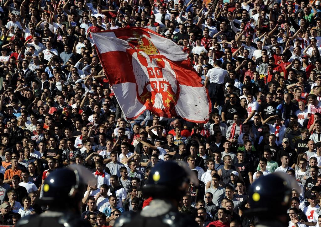 Tifosi della Stella Rossa al MarakanaAndrej Isakovic/AFP/Getty Images