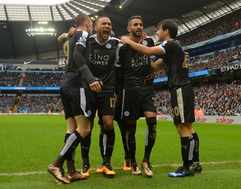 I giocatori del Leicester festeggiano la vittoria a Manchester. Michael Regan/Getty Images