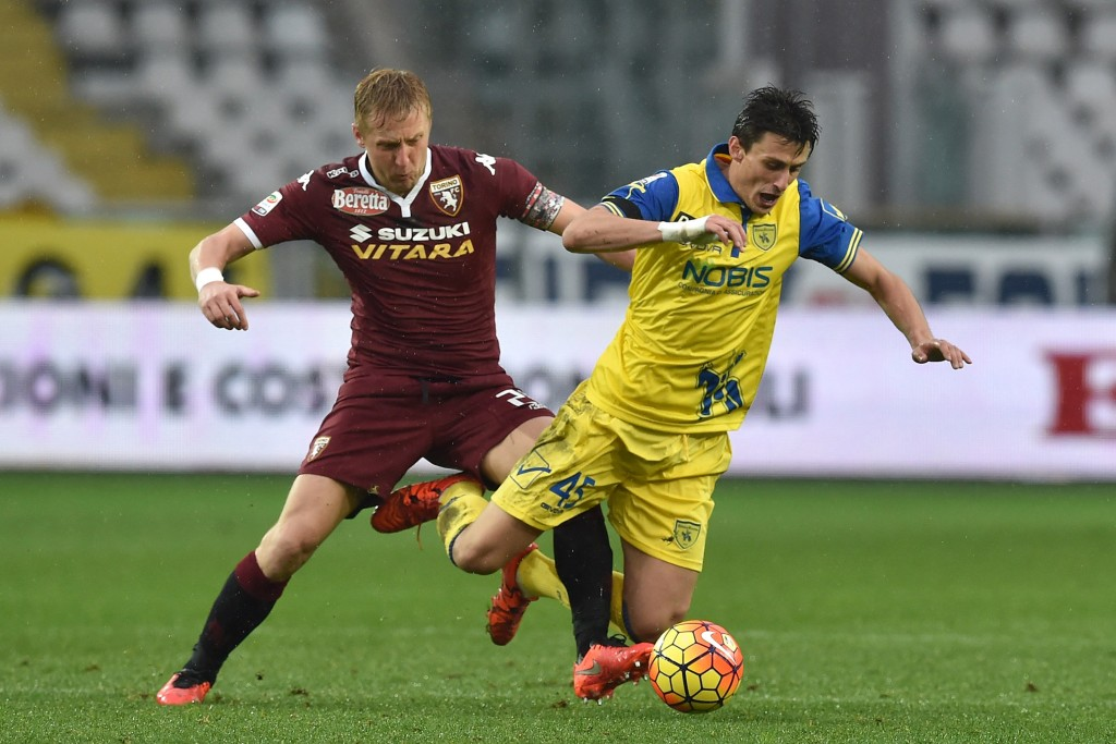 TURIN, ITALY - FEBRUARY 07: Kamil Glik (L) of Torino FC tackles Roberto Inglese of AC Chievo Verona during the Serie A match between Torino FC and AC Chievo Verona at Stadio Olimpico di Torino on February 7, 2016 in Turin, Italy. (Photo by Valerio Pennicino/Getty Images)