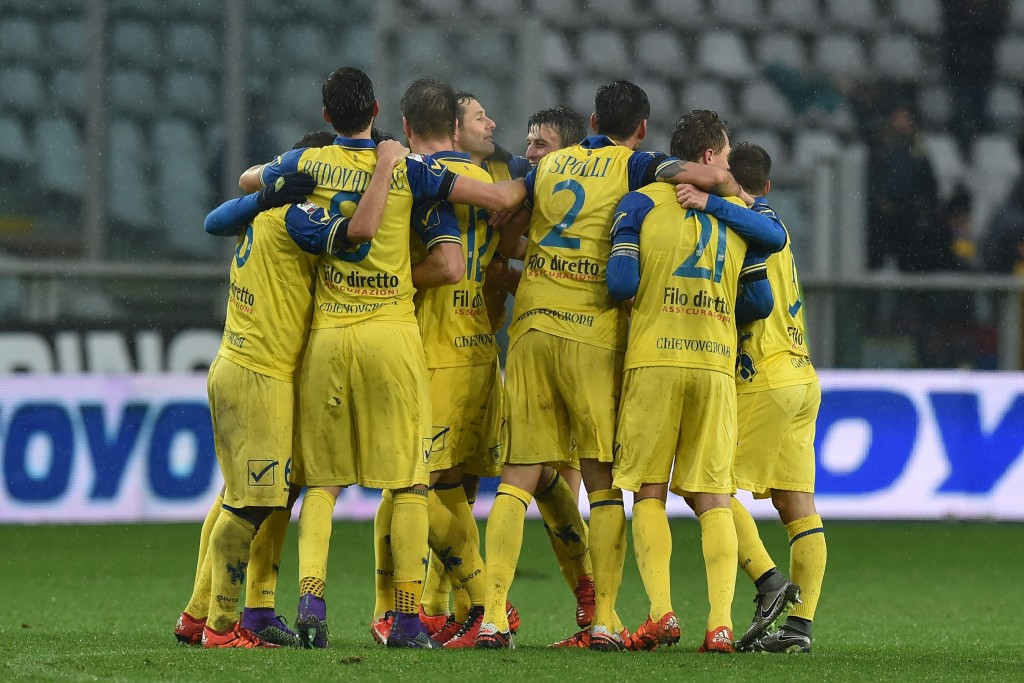 TURIN, ITALY - FEBRUARY 07: Players of AC Chievo Verona celebrate victory at the end of the Serie A match between Torino FC and AC Chievo Verona at Stadio Olimpico di Torino on February 7, 2016 in Turin, Italy. (Photo by Valerio Pennicino/Getty Images)