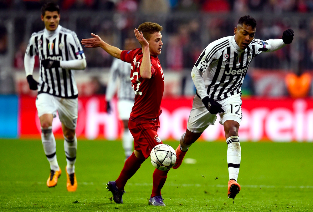 Juventus' defender from Brazil Alex Sandro (R) and Bayern Munich's midfielder Joshua Kimmich vie for the ball during the UEFA Champions League, Round of 16, second leg football match FC Bayern Munich v Juventus in Munich, southern Germany on March 16, 2016. / AFP / ODD ANDERSEN (Photo credit should read ODD ANDERSEN/AFP/Getty Images)