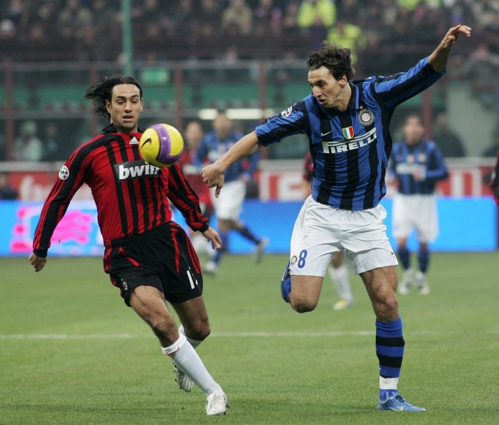 In un derby contro Ibrahimovic, nel dicembre 2007. New Press/Getty Images