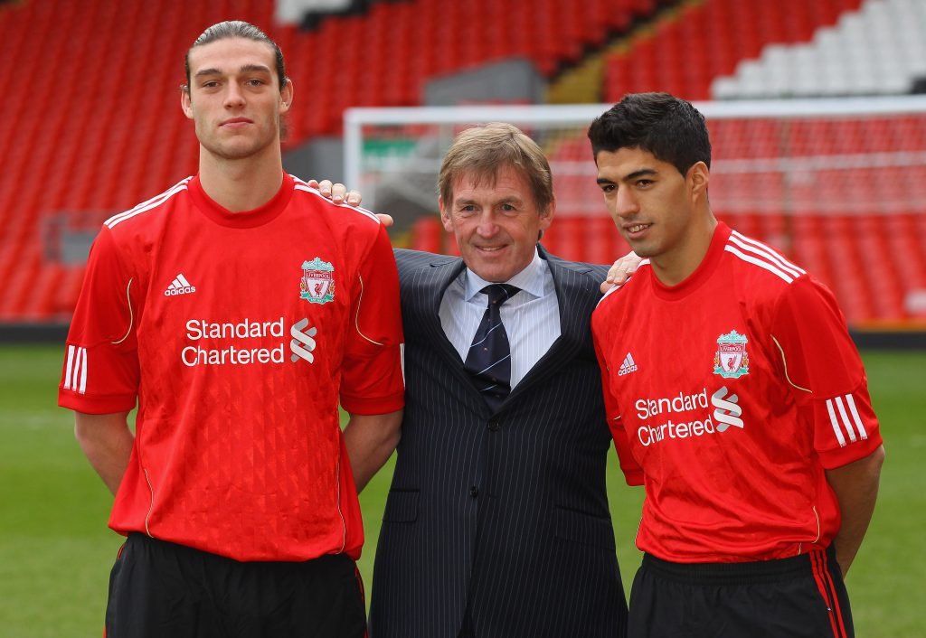 Nuovi acquisti dell'estate 2011: Andy Carroll e Luís Suárez con Kenny Dalgish (Alex Livesey/Getty Images)