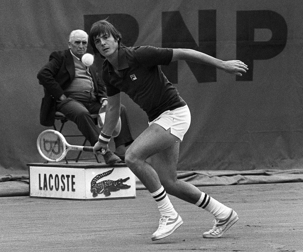 Un diritto di Adriano Panatta contro Harold Salomon, all'Open di Francia del 1976 (Stf/Afp/Getty Images)
