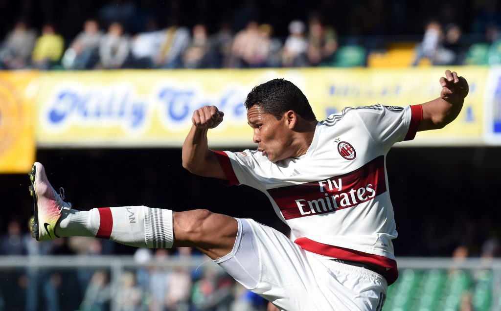 VERONA, ITALY - APRIL 25: Carlos Bacca of SC Milan in action during the Serie A match between Hellas Verona FC and AC Milan at Stadio Marc'Antonio Bentegodi on April 24, 2016 in Verona, Italy. (Photo by Pier Marco Tacca/Getty Images)