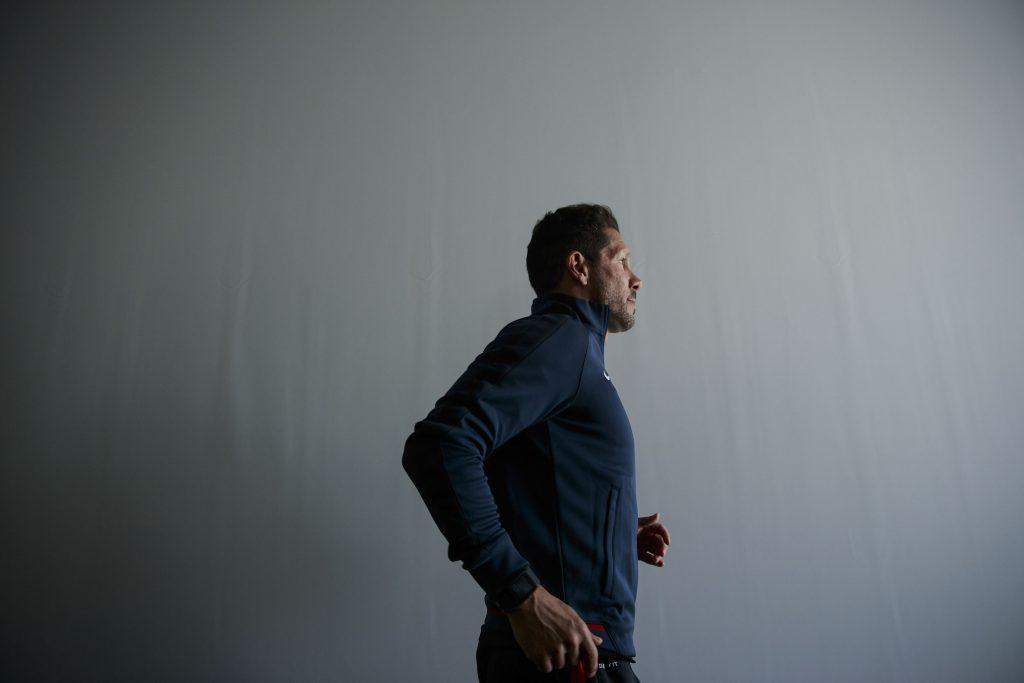 Diego Pablo Simeone passeggia a pochi giorni dalla finale (Gonzalo Arroyo Moreno/Getty Images)