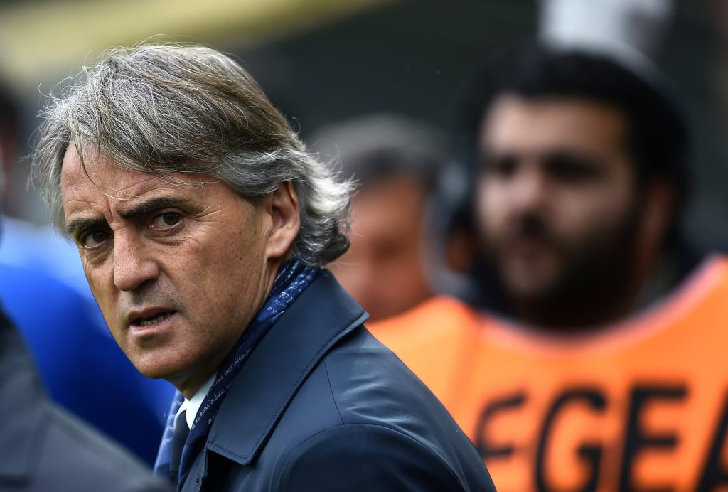 Inter's coach Roberto Mancini looks on prior to the italian Serie A football match between Frosinone and Inter on April 9, 2016 at the Matusa Stadium in Frosinone. / AFP / FILIPPO MONTEFORTE (Photo credit should read FILIPPO MONTEFORTE/AFP/Getty Images)