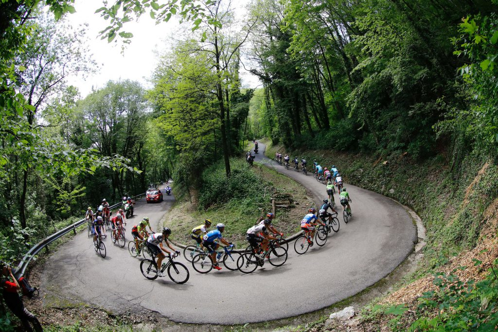 TOPSHOT - Riders compete during the 13th stage of the 99th Giro d'Italia, Tour of Italy, from Palmanova and Cividale del Friuli on May 20, 2016. AFP PHOTO / LUK BENIES / AFP / LUK BENIES (Photo credit should read LUK BENIES/AFP/Getty Images)