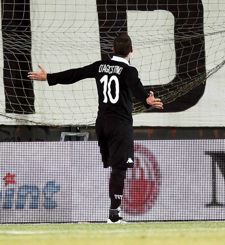 SIENA, ITALY - FEBRUARY 09: Gaetano D'Agostino of AC Siena celebrates after scoring a goal during the Tim Cup match between AC Siena and SSC Napoli at Artemio Franchi - Mps Arena Stadium on February 9, 2012 in Siena, Italy. (Photo by Gabriele Maltinti/Getty Images)