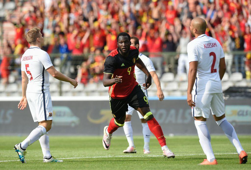 Romelu Lukaku esulta dopo il gol in amichevole alla Norvegia (John Thys/AFP/Getty Images)