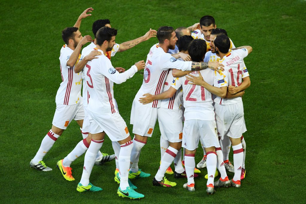 BORDEAUX, FRANCE - JUNE 21: Spain players celebrate their team's first goal during the UEFA EURO 2016 Group D match between Croatia and Spain at Stade Matmut Atlantique on June 21, 2016 in Bordeaux, France. (Photo by Dennis Grombkowski/Getty Images)