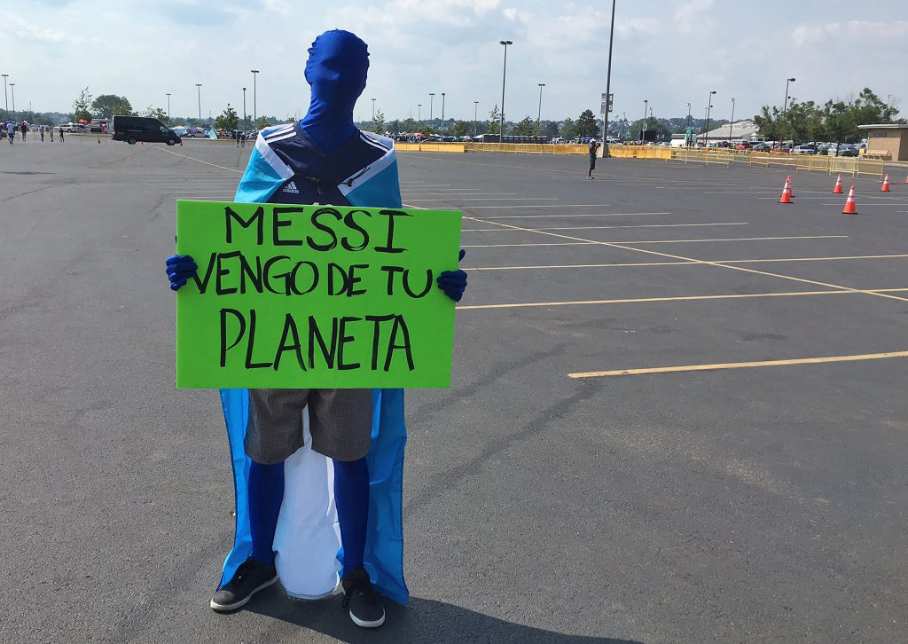 "A supporter of Argentina holds a sign reading ""Messi, I come from your planet"" outside the Metlife stadium before the Copa America Centenario final match against Chile in East Rutherford, New Jersey, United States, on June 26, 2016. / AFP / Daniel SLIM (Photo credit should read DANIEL SLIM/AFP/Getty Images)"
