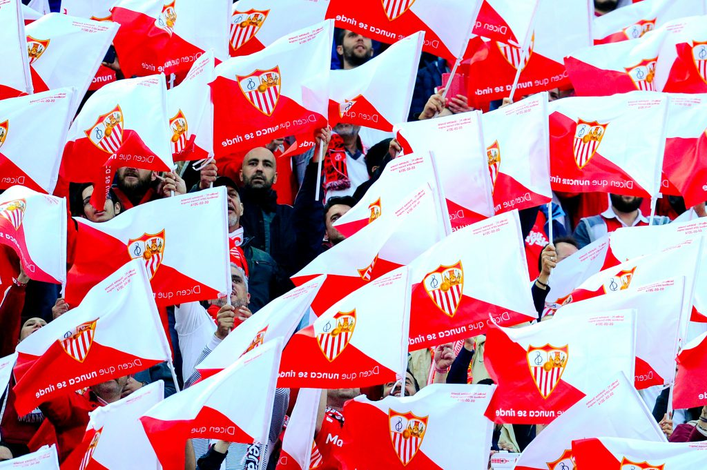 SEVILLE, SPAIN - MAY 05: Sevilla fans cheer on before the kick off during the UEFA Europa League Semi Final second leg match between Sevilla and Shakhtar Donetsk at Estadio Ramon Sanchez-Pizjuan on May 05, 2016 in Seville, Spain. (Photo by David Ramos/Getty Images)