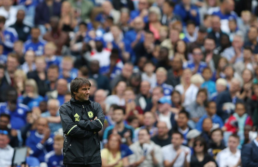 Chelsea's Italian manager Antonio Conte takes part in a training session at Chelsea's Stamford Bridge Stadium in London on August 10, 2016, ahead of the start of the English Premiership season on Saturday August 13, 2016. / AFP / JUSTIN TALLIS / (Photo credit should read JUSTIN TALLIS/AFP/Getty Images)