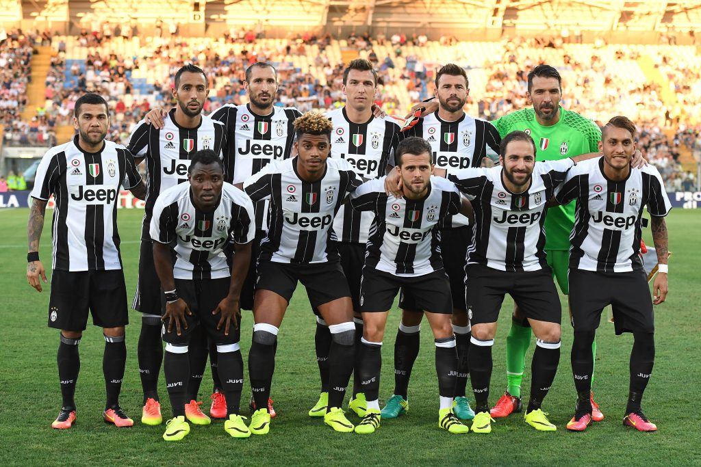 MODENA, ITALY - AUGUST 13: Team of FC Juventus line up during the Pre-Season Friendly match between FC Juventus and Espanyol at Alberto Braglia Stadium on August 13, 2016 in Modena, Italy. (Photo by Valerio Pennicino/Getty Images)