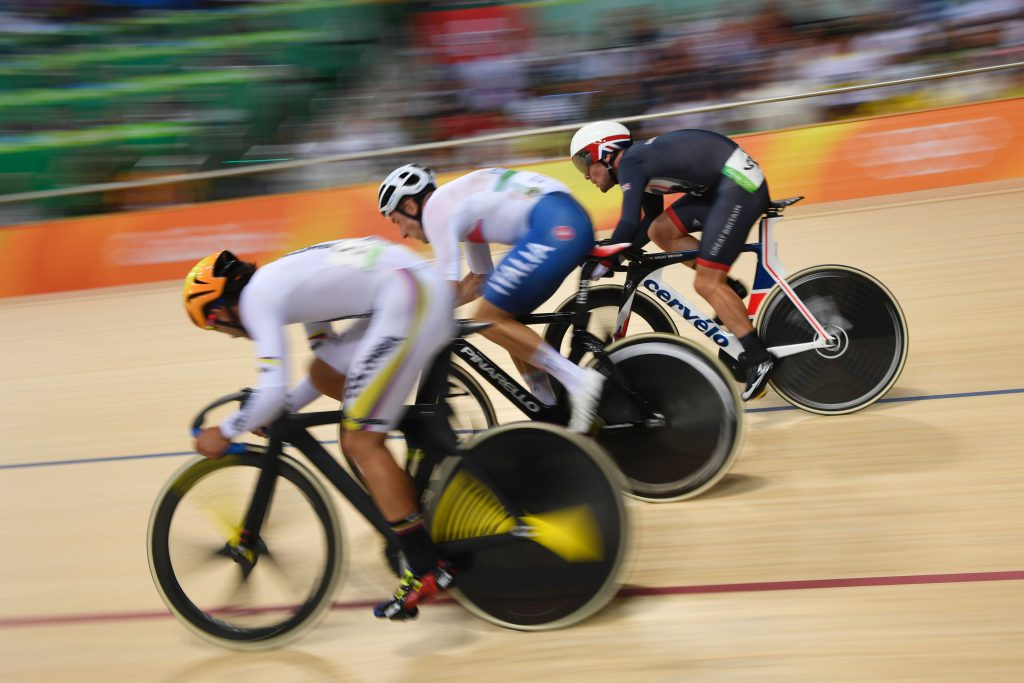 Britain's Mark Cavendish (back) and Italy's Elia Viviani (C) compete in the Men's Omnium Points race track cycling event at the Velodrome during the Rio 2016 Olympic Games in Rio de Janeiro on August 15, 2016. / AFP / Eric FEFERBERG (Photo credit should read ERIC FEFERBERG/AFP/Getty Images)