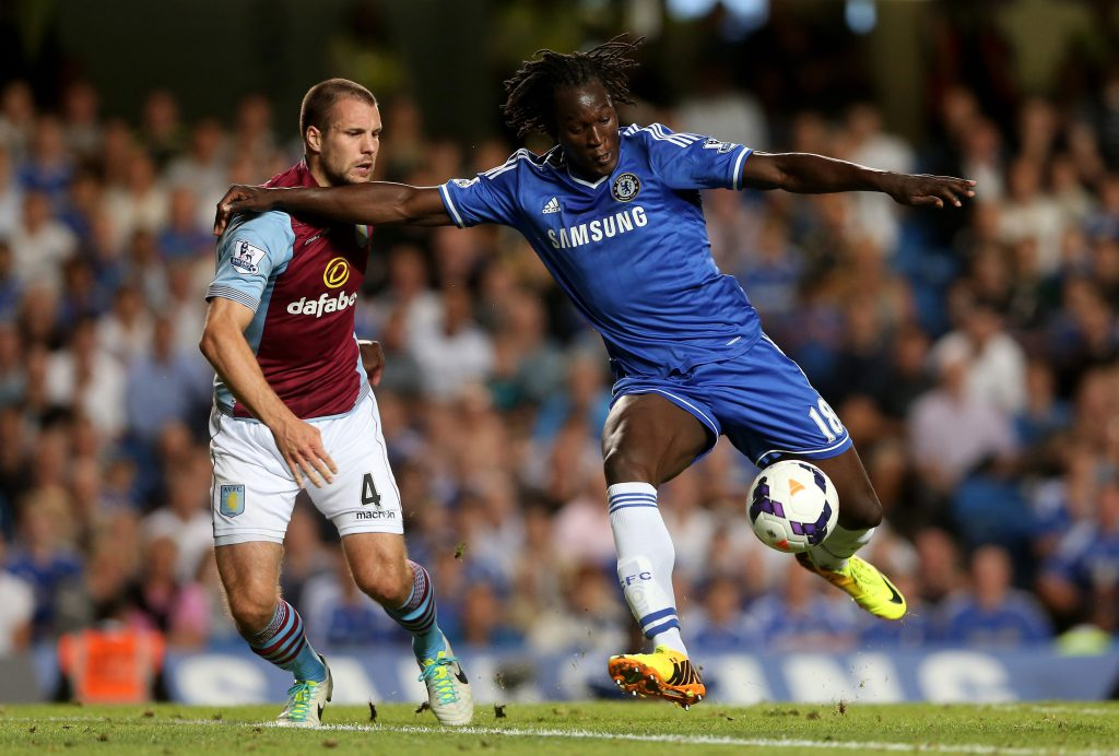 LONDON, ENGLAND - AUGUST 21: Romelu Lukaku of Chelsea holds off the challenge from Ron Vlaar of Aston Villa during the Barclays Premier League match between Chelsea and Aston Villa at Stamford Bridge on August 21, 2013 in London, England. (Photo by Scott Heavey/Getty Images)