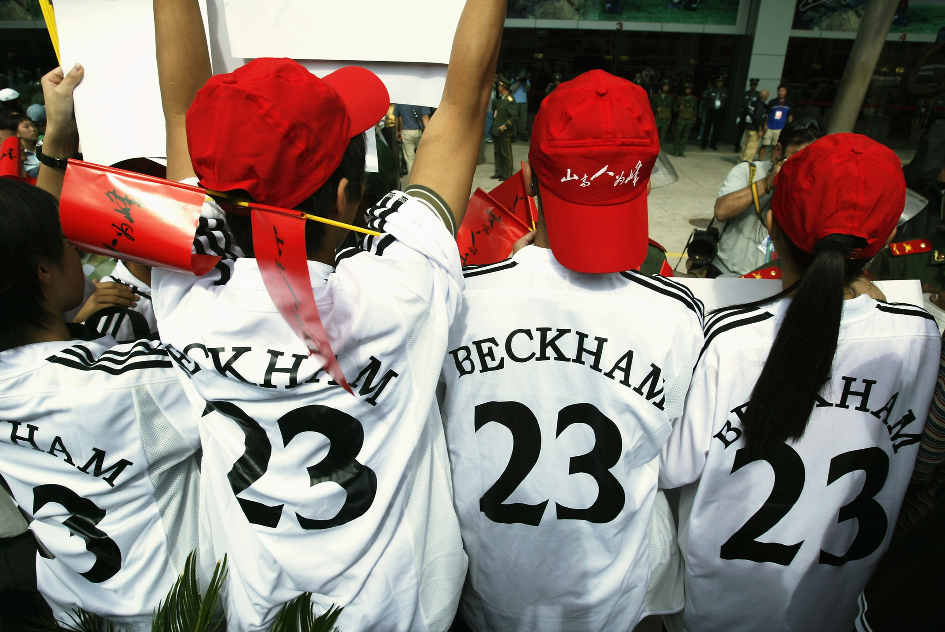 KUNMING, CHINA - JULY 29: David Beckham fans wait outside the Yunnan Tuodong Sports Stadium for the team to arrive for a training session on July 29, 2003 at the Yunnan Tuodong Sports Stadium in Kunming, China.(Photo by Alex Livesey/Getty Images)