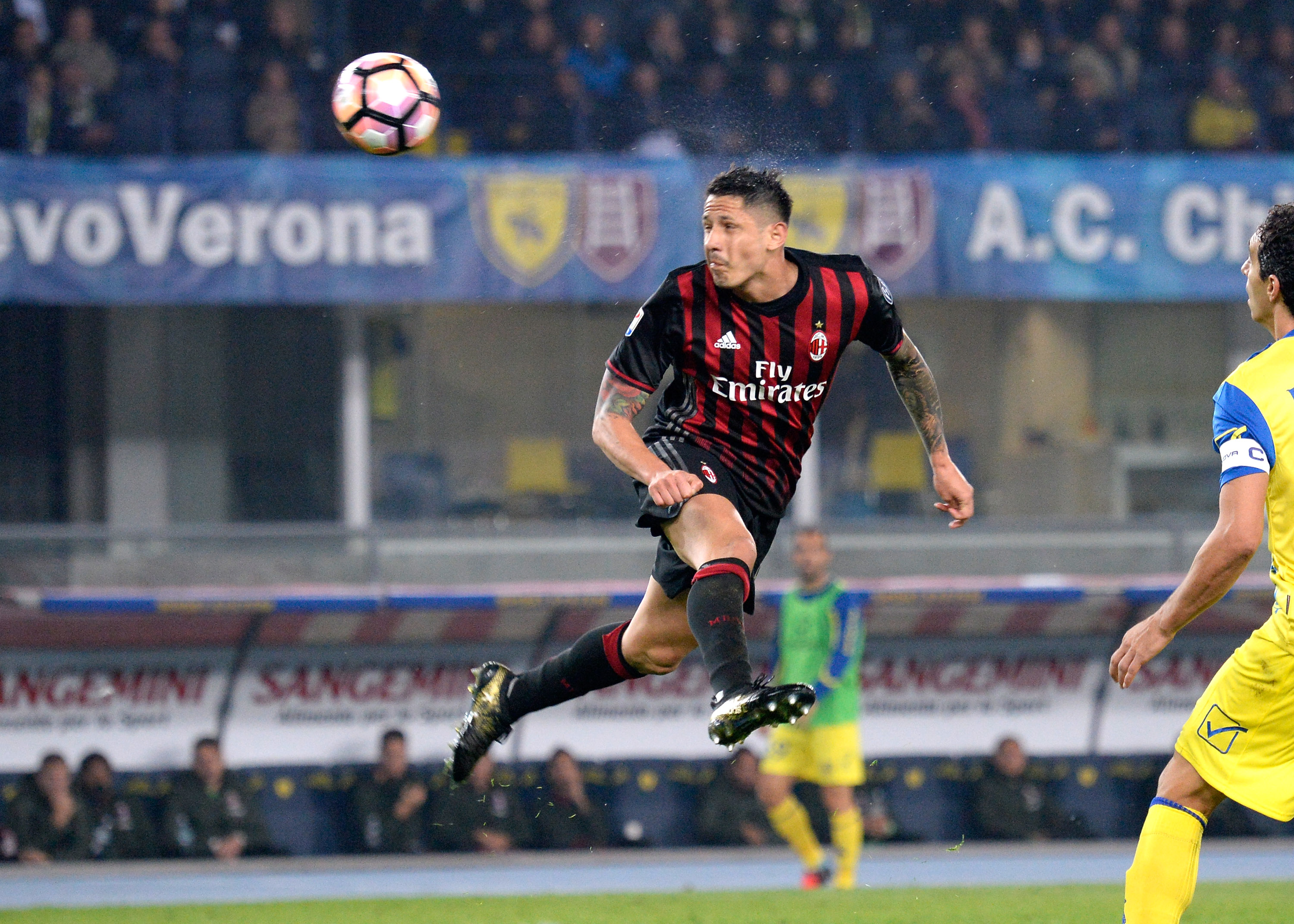 VERONA, ITALY - OCTOBER 16: Gianluca Lapadula of AC Milan in action during the Serie A match between AC ChievoVerona and AC Milan at Stadio Marc'Antonio Bentegodi on October 16, 2016 in Verona, Italy. (Photo by Dino Panato/Getty Images)