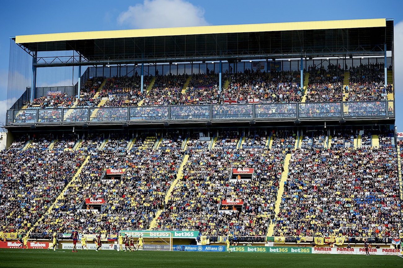 VILLARREAL, SPAIN - MARCH 20: General view of stadium during the La Liga match between Villarreal CF and FC Barcelona at El Madrigal on March 20, 2016 in Villarreal, Spain. (Photo by Manuel Queimadelos Alonso/Getty Images)