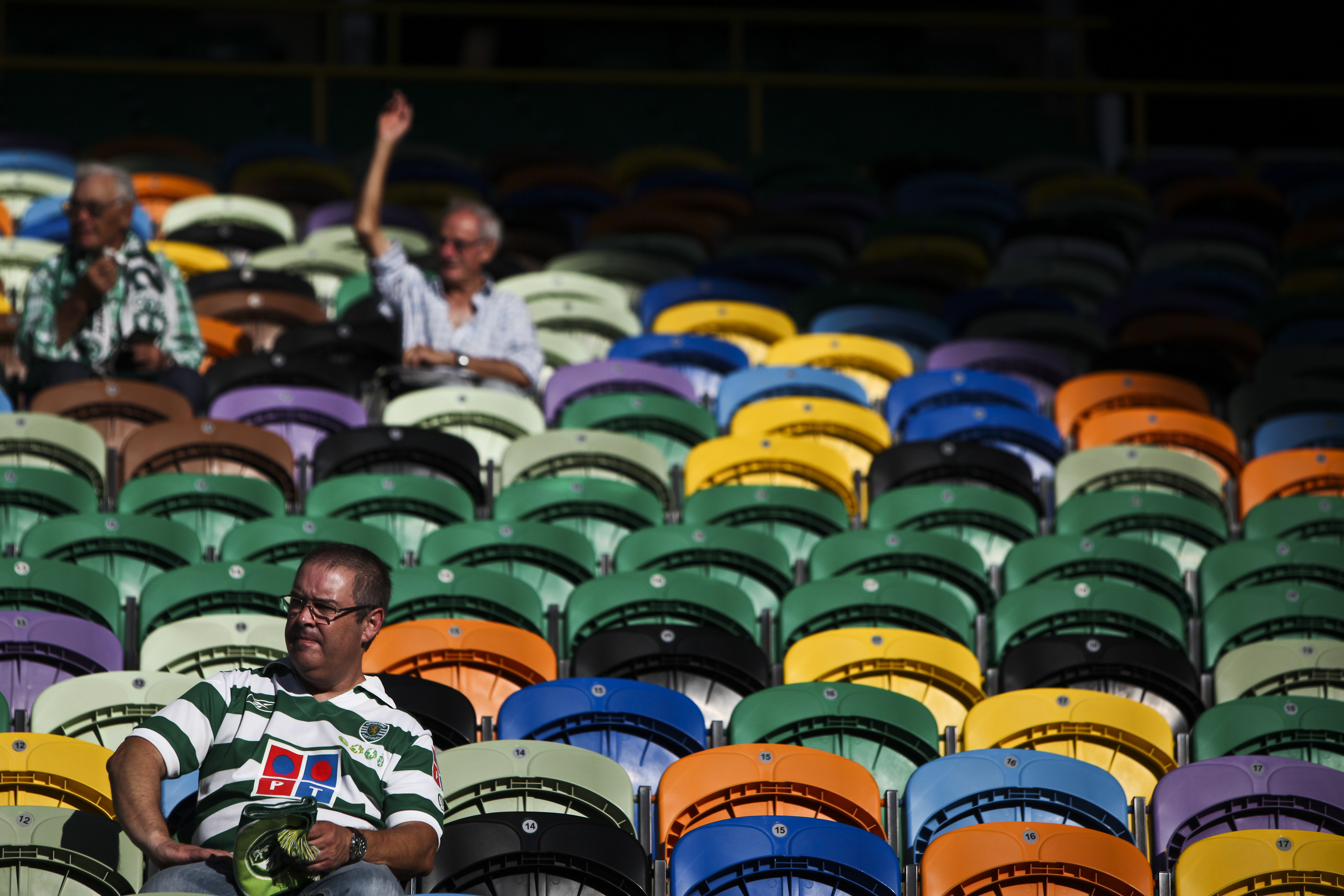 LISBON - AUGUST 13:A fan of Sporting Clube de Portugal before the Portuguese Primeira Liga ZON Sagres match between Sporting Lisbon and Olhanense at the Alvalade Stadium on August 13, 2011 in Lisbon,Portugal. (Photo by Patricia De Melo Moreira/EuroFootball/Getty Images)